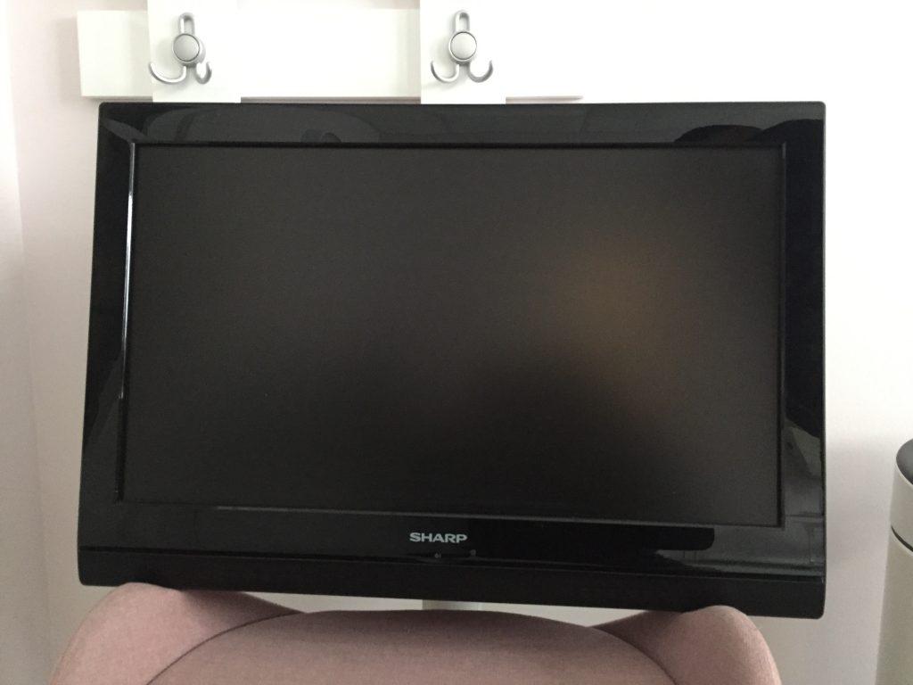 Продавам телевизор Шарп 26 инча за закачване на стена Телевизорът е ползван много малко и е в перфектно състояние.